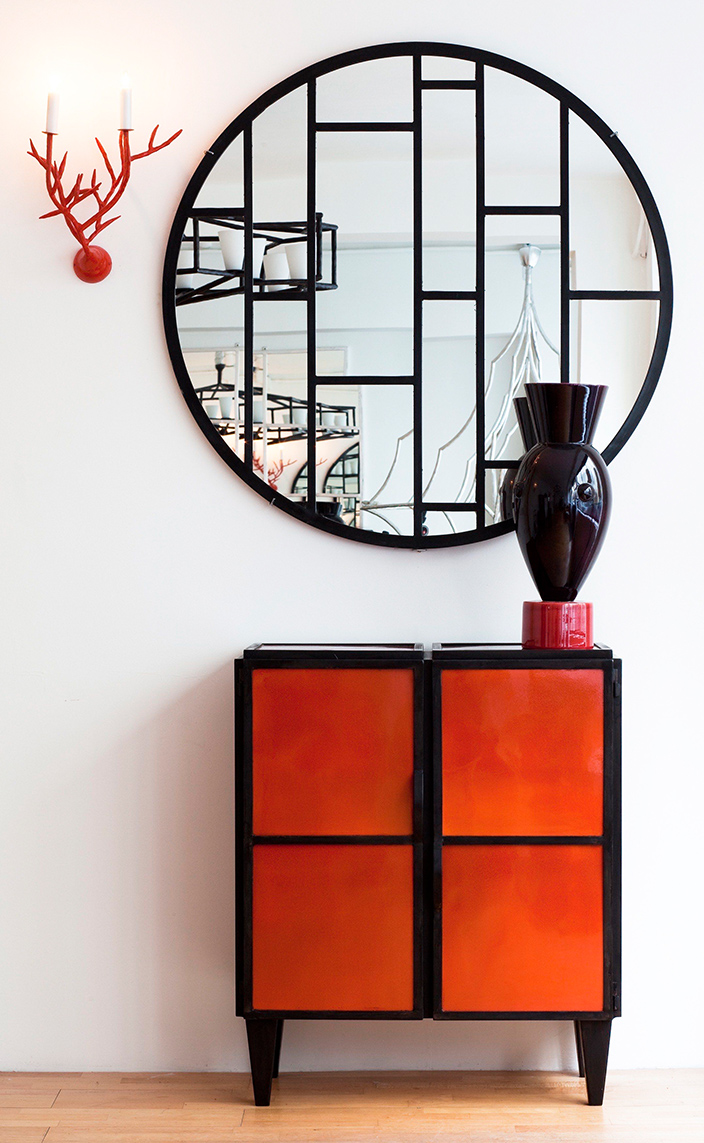 Galerie edition Limitée - French Decorative Arts - sideboard in wrought iron - wrought iron mirror - designer Vincent Collin. - Olivier Gagnère vase - French designers - Signatures Singulières Magazine - The digital magazine of French talent
