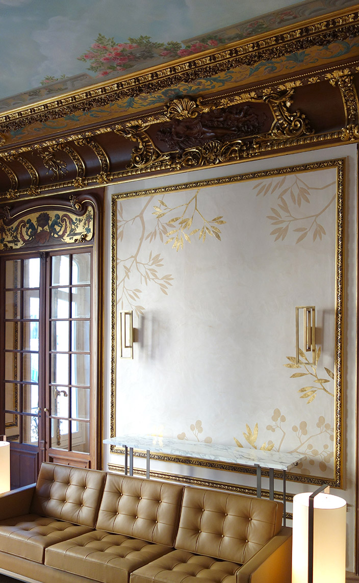 Solène Eloy - Decorative painter - French artist - wall decor - fresco artist - leaf decor - Gold leaf decoration - Atelier du Mur Agency - Signatures Singulières Magazine - The digital magazine of French talent
