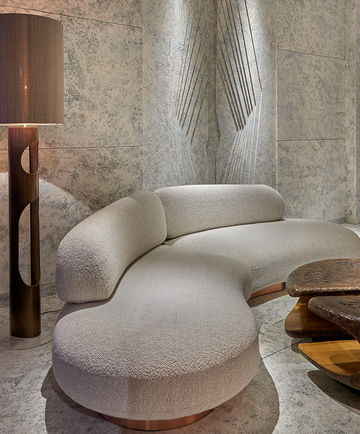 Thierry Lemaire - French interior designer - Sofa ecru in roundness - Bronze floor lamp - Exhibition Pad Paris 2019 - Hammered bronze coffee table - Marble wall - Signatures Singulières - Magazine of French know-how - French know-how