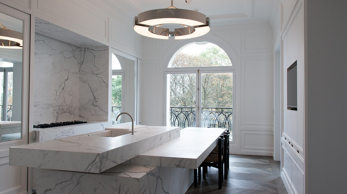 Ozone lighting - French luminaire manufacturer -Etienne Gounot - Eric Jahnke - french designers - LED lighting - Contempory kitchen - marble kitchen - Joseph Dirand - French interior designer - French contempory lighting - Luxury parisian apartment - French know-how - Signatures Singulières Magazine - The digital magazine of French talent