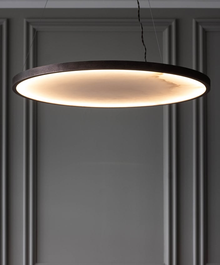 Entrelacs Création - Fonderie Macheret - French foundry - lighting - Design lighting - Hanging lamp in alabaster and patinated bronze - French know-how - Signatures Singulières Magazine - The digital magazine of French talent