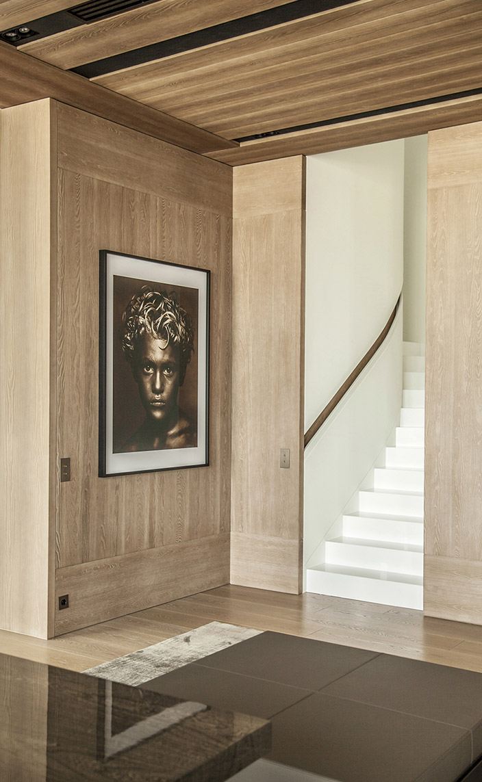 Katia Le Vaillant - Agence LK Le Vaillant Katia - French interior designer - Contemporary light oak flooring - Photo Albert Watson - wall panelling - White stone Thassos - Signatures Singulières magazine - The digital magazine of French talent