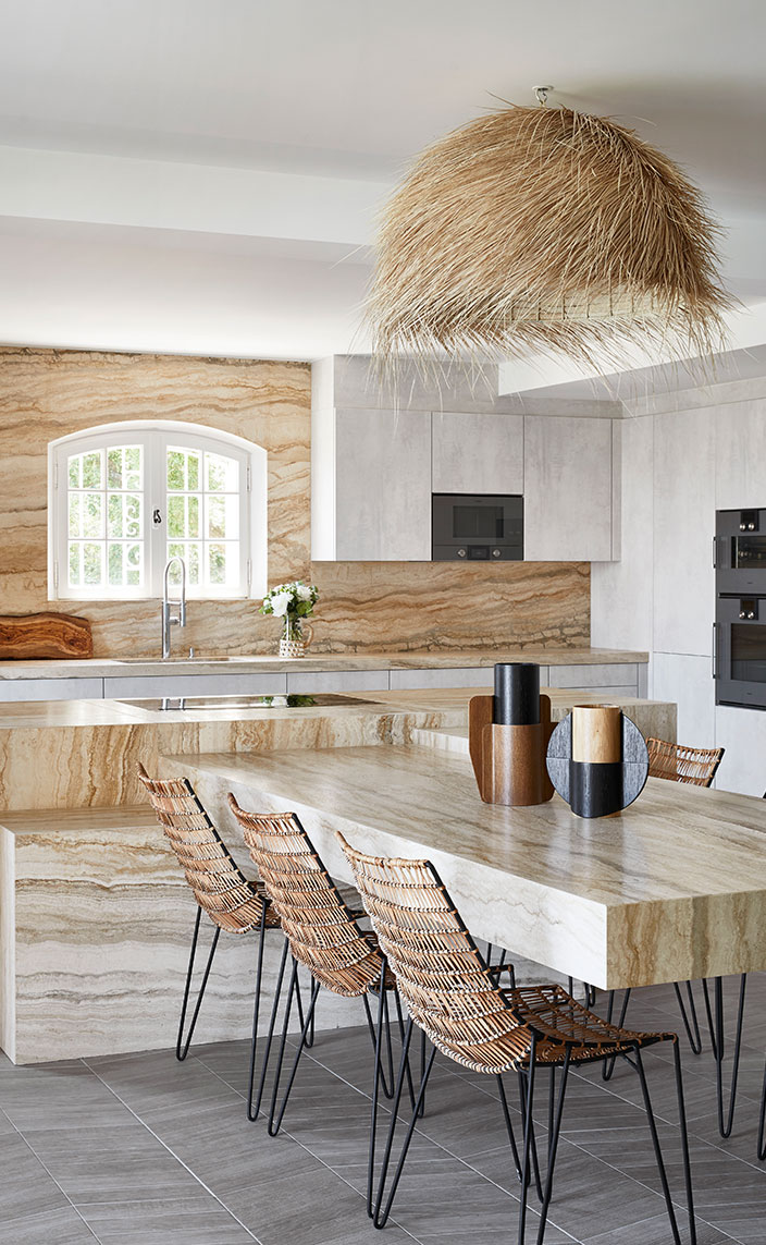 stephanie coutas - french interior designer - elitis - marche serpette - Kitchen in travertine - signatures singulieres magazine