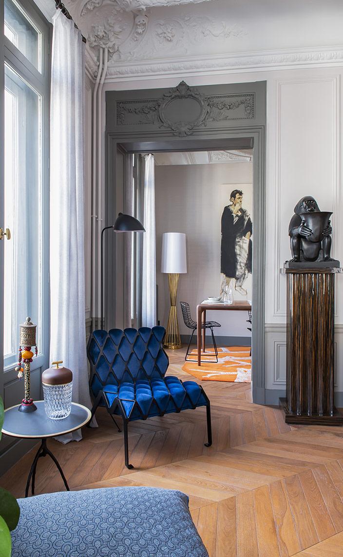"sebastien caron - french interior designer - blue armchaire plumbum - Portable lamp ""Folia"" from the Cristallerie Saint-Louis - Cushions in Metaphor fabrics - signatures singulieres - le magazine digital des talents francais"