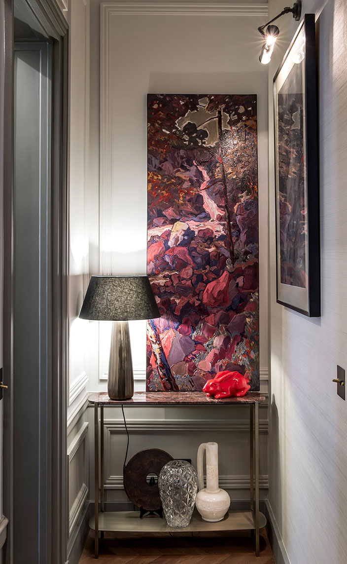 sebastien caron - french interior designer - parisian apartment with molding - paintings by Nicolas Canu - parquet flooring from La Parqueterie de Bourgogne - door painted in grey - red porcelain rabbit - glass lamp with black lampshade - signatures singulieres - le magazine digital des talents francais