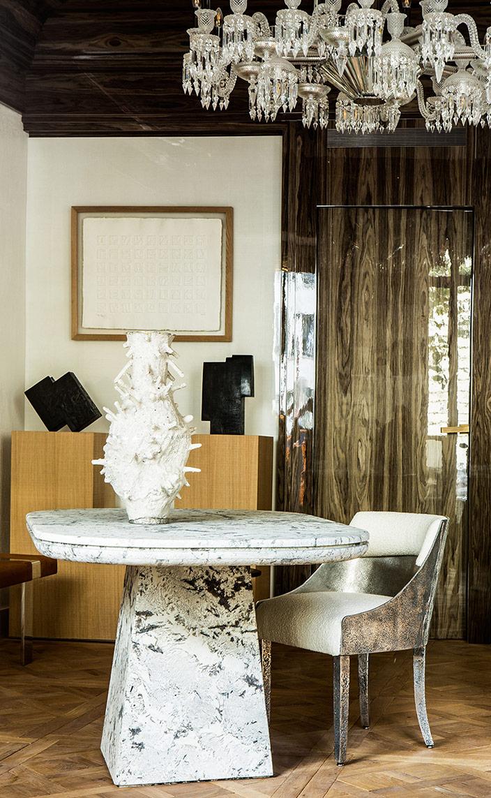 gallery stephanie coutas - interior designer - art gallery in paris - baccarat chandelier - signatures singulieres magazine