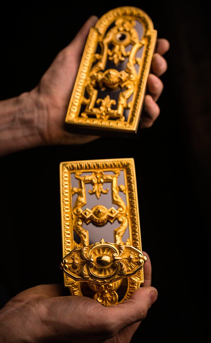 remy garnier - Bronze espagnolettes - door knobs - signatures singulieres magazine